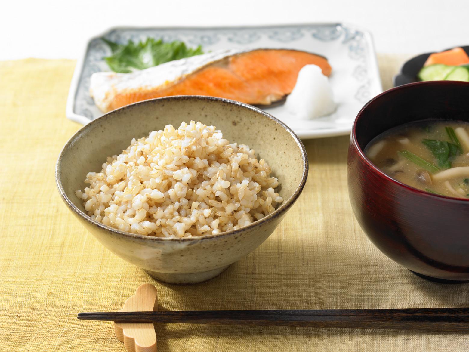 上総米の玄米ごはん 食卓イメージ