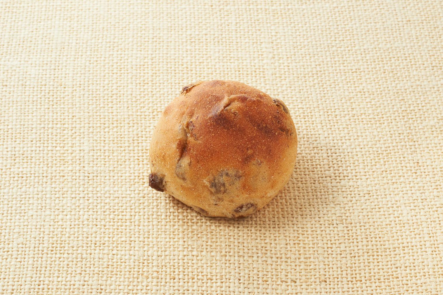 食塩不使用のレーズンパン(全粒粉入り)