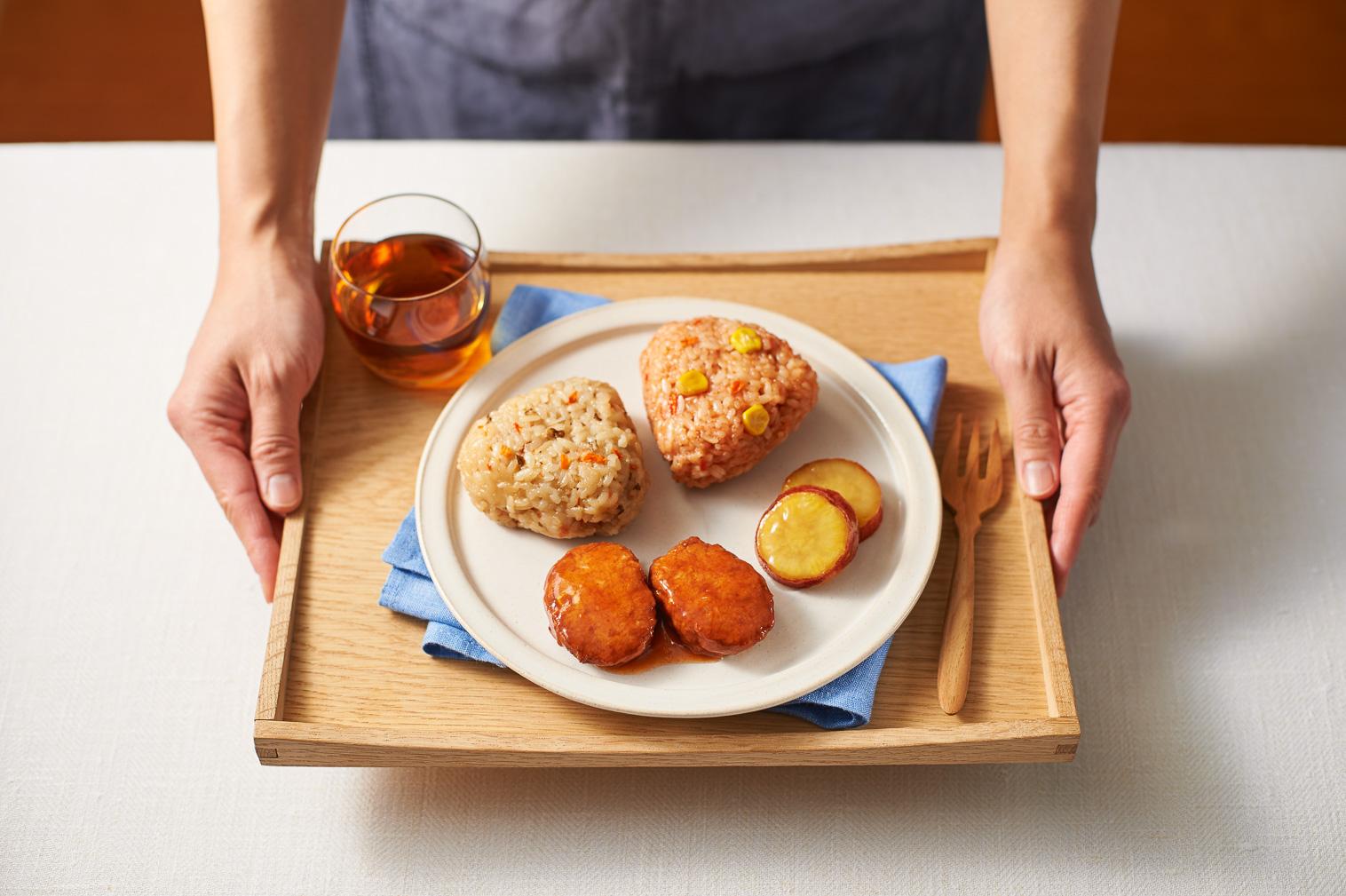 LunchBox おにぎりとハンバーグ 盛り付けイメージ