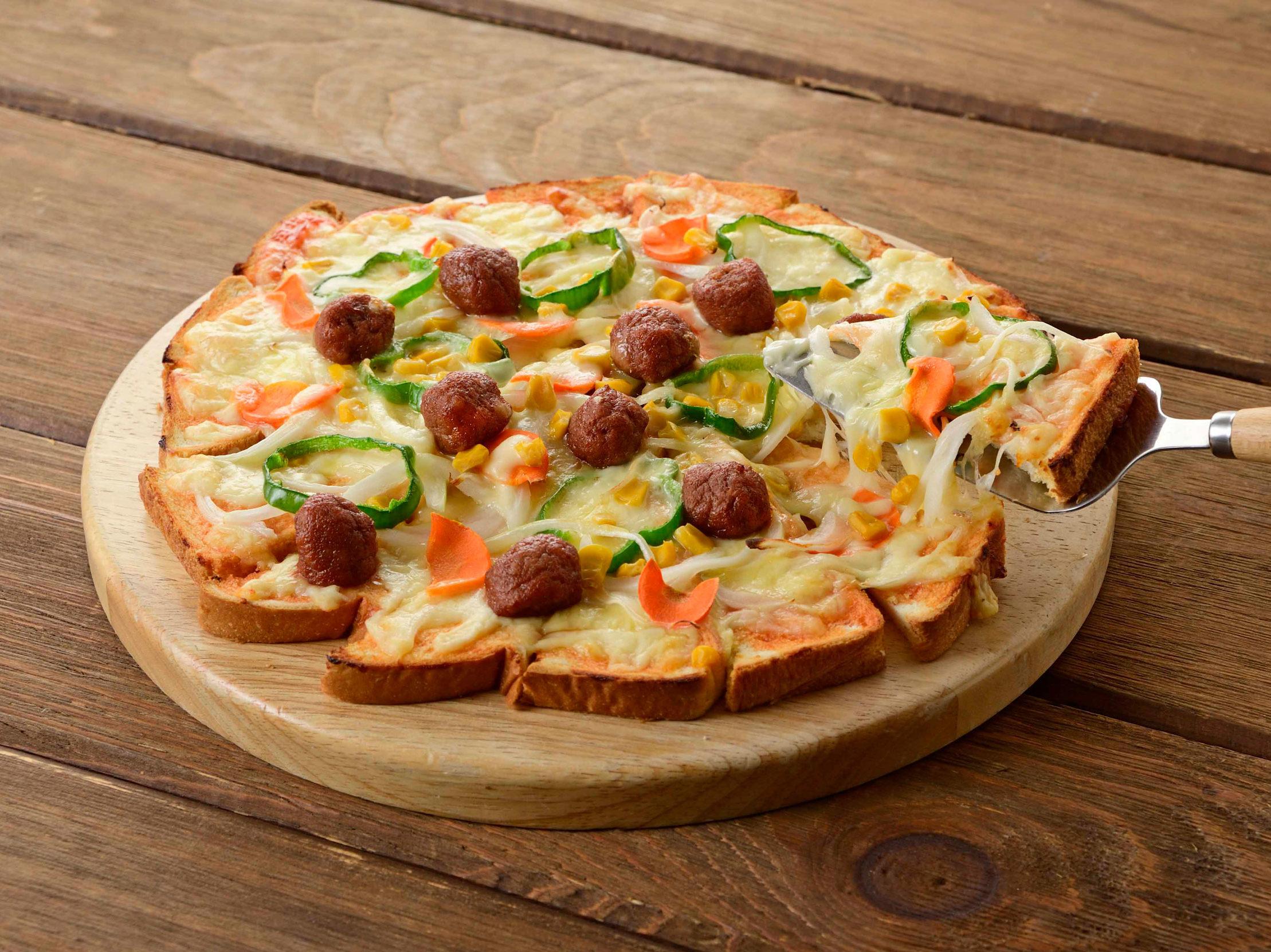 食パンで簡単!ミートボールのトマトピザ
