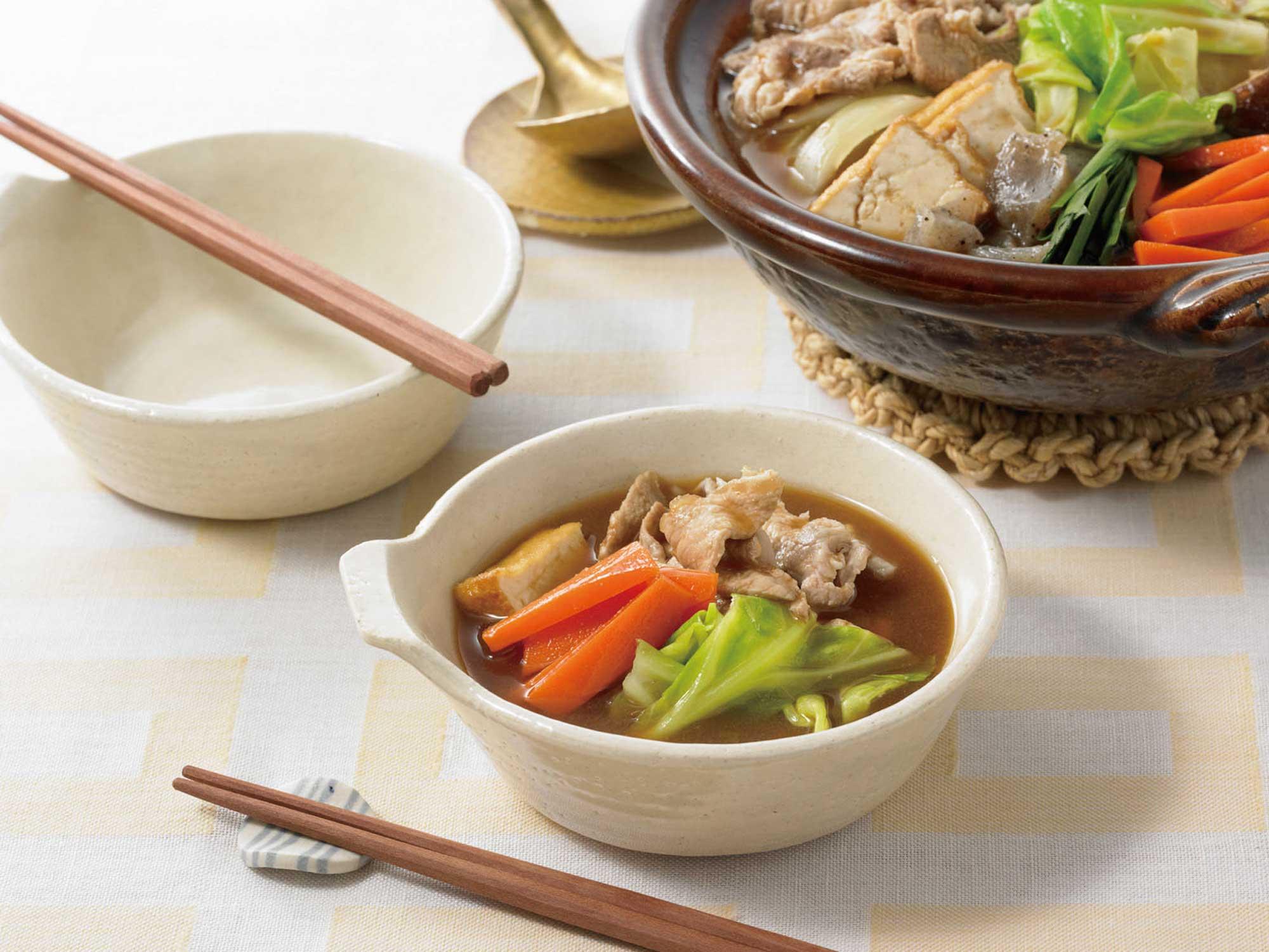 大鵬直伝ちゃんこ鍋スープみそ味2-3人前食卓イメージ