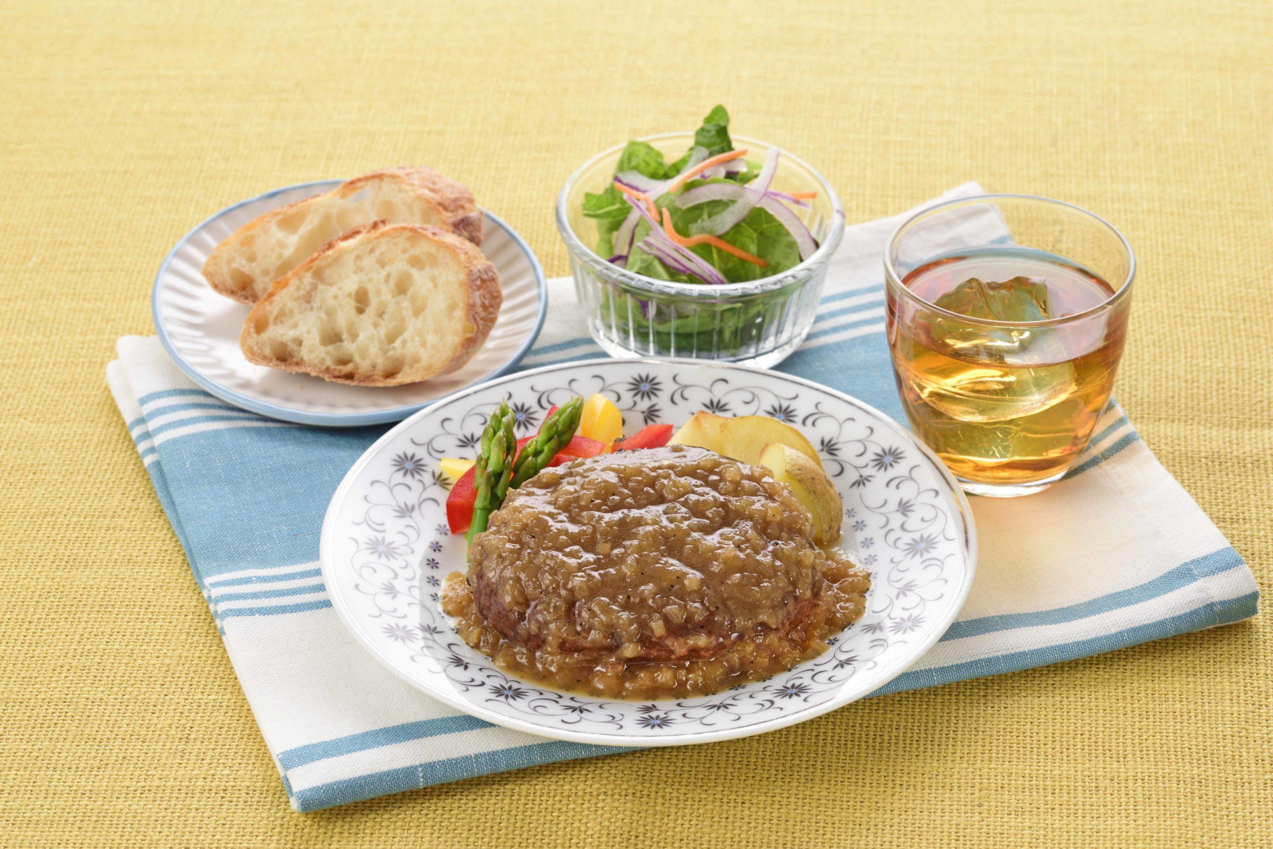 淡路玉ねぎハンバーグ 和風オニオンソース食卓イメージ