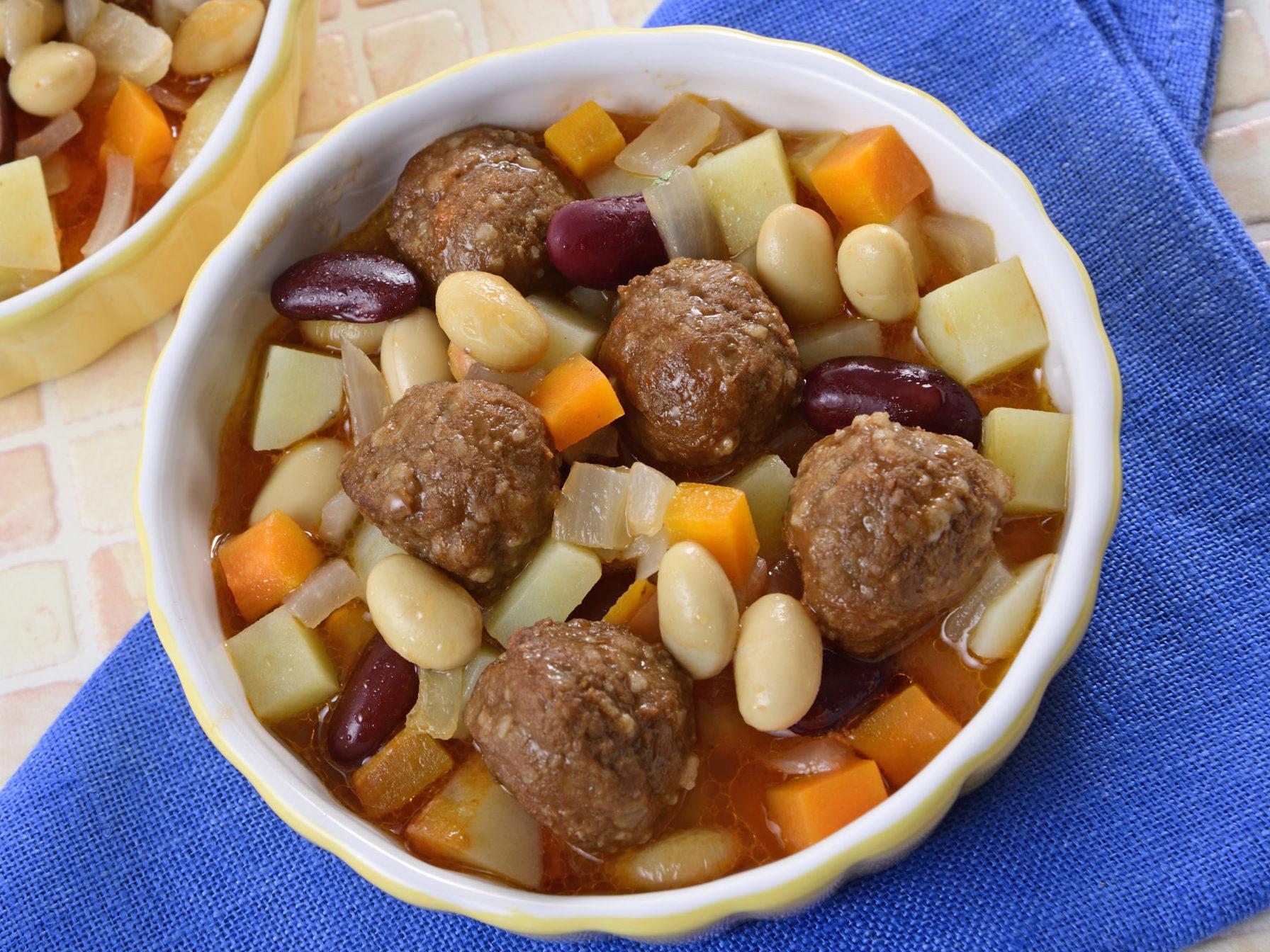 ミートボールとコロコロ野菜の豆煮込み