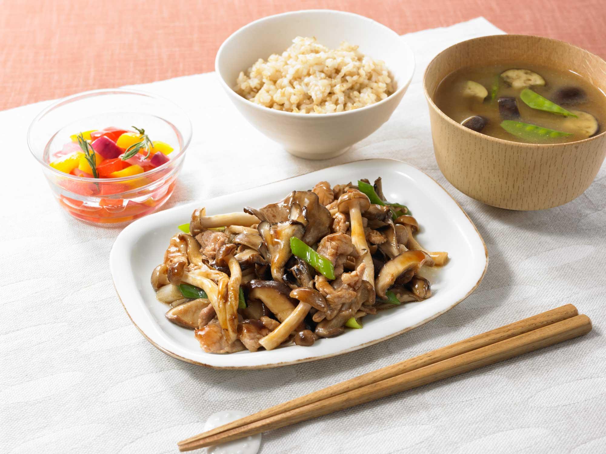 野菜を活かす きのこの中華風炒めのソース食卓イメージ